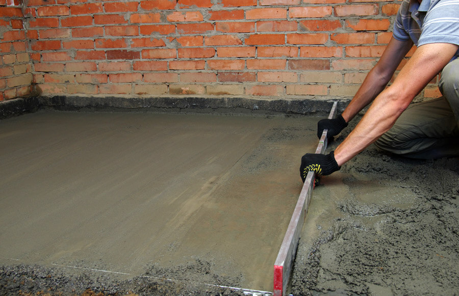 levelling out floor screeding
